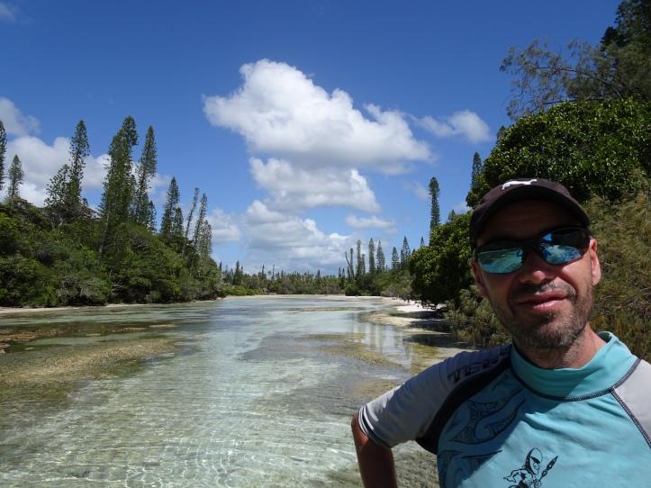 En direction de la piscine naturelle - Ile des Pins - Nouvelle Calédonie