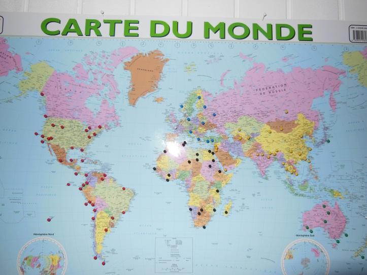 Carte du Monde + punaises - Lieux à visiter