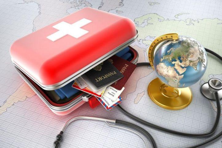 Globe - trousse à pharmacie - passeport - stéthoscope
